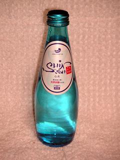 ブルーのボトルが綺麗♪