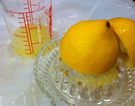 レモンをギュギュっと