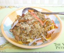 お昼は納豆チャーハンで