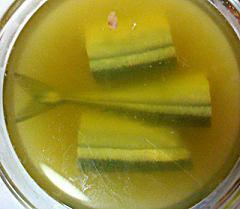 お茶にサンマを浸けてます